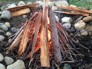 Tipi-Feuer-Aufbau